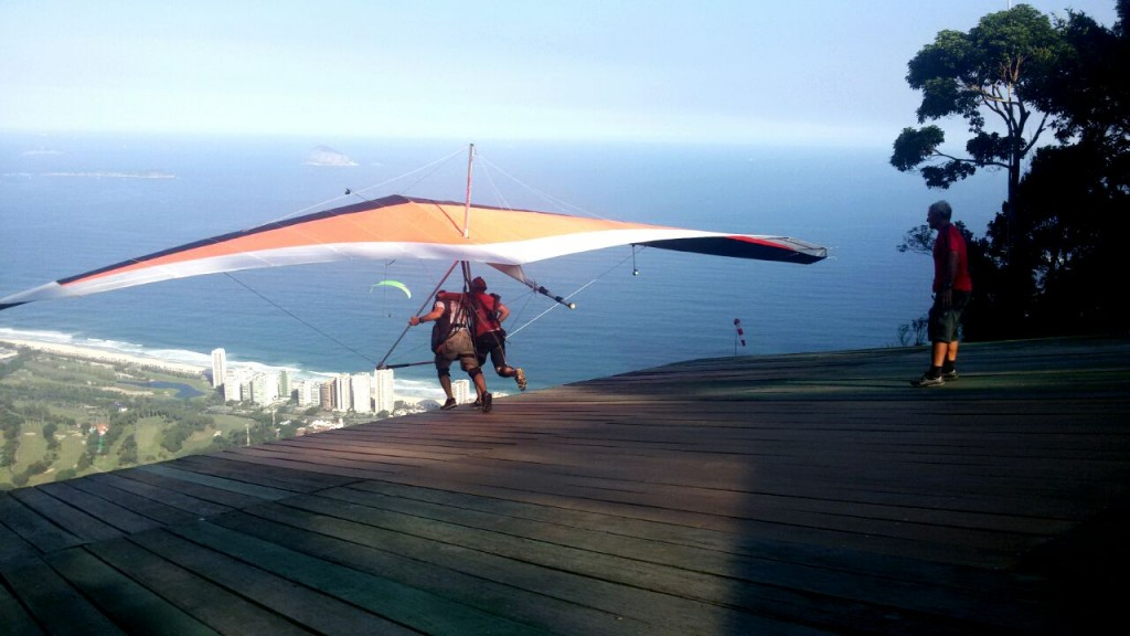 Um voo de asa delta no Rio de Janeiro
