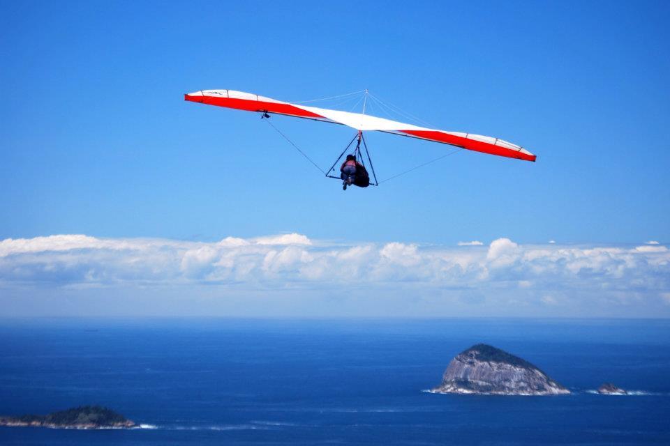 Um voo de asa delta sobre o Rio de Janeiro